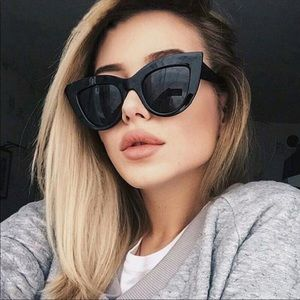 Accessories - Oversized cat eye sunglasses